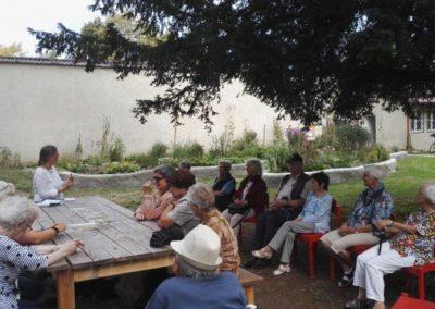Seniorenbesuch_im_Garten